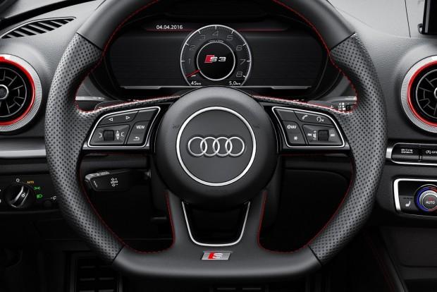 A végére maradt a csemege: az Audi S3 tíz lóerővel erősebb és (duplakuplungos váltó megrendelése esetén) 20 Nm-rel nyomatékosabb lett. Így immár 310 LE és kerek 400 Nm áll a vezető rendelkezésére. Újdonság, hogy az ESP és a többtárcsás S-Tronic (DSG) váltó egyaránt egyedi vezérlést kapott, így még sportosabb, még dinamikusabb az autó.