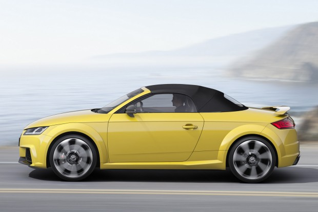 Az alap kerékméret 19 colos, a 20-as felnik rajzolatához a versenypályáról merített ihletet az Audi.