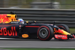 F1: Ricciardót gyomorszájon vágta egy nehézsúlyú
