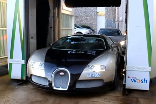 Bugatti Veyron a gépi mosóban, miféle kegyetlen poén ez?