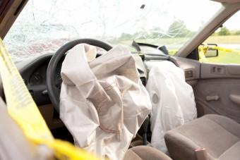 Kétmillió autóban sülhet be a légzsák