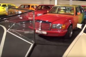 """A """"Szivárványsejk"""" és a világ legbizarrabb autógyűjteménye"""