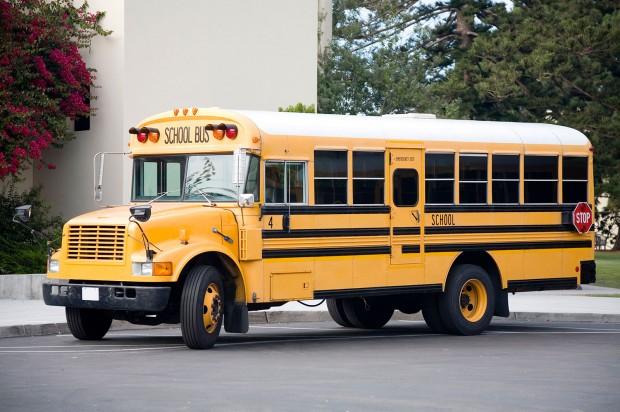 Robbanóanyagot felejtett egy iskolabuszon a CIA