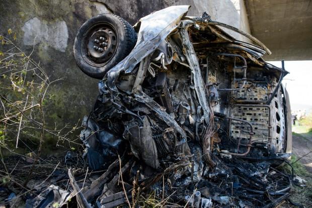 Halálra égett egy autós a 21-esen – fotók