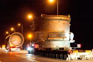 Újabb fotók a 81-es utat megbénító szállítmányról