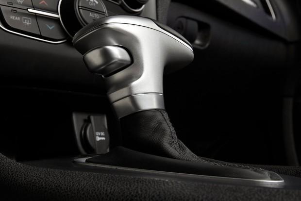 Ugyanaz az elektronikus vezérlés, eltérő kialakítású váltókar a Dodge Charger fedélzetén