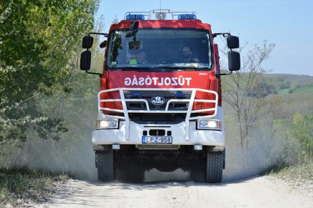 Terepen is jól boldogul az új magyar tűzoltóautó