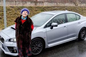 A néni 13 évig spórolt a Subarura, 81 évesen megvette