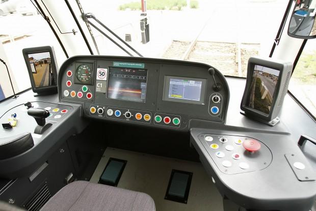 Vezérlőpult, a tükröket helyettesítő képernyőkkel