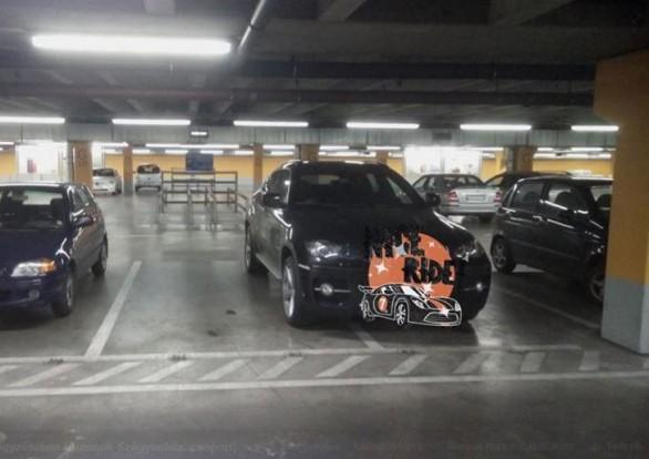 A drága autóknak dupla parkolóhely jár?