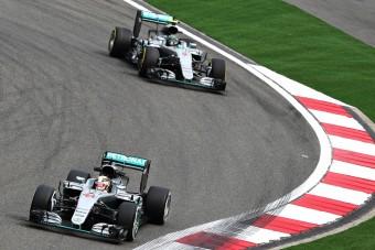 F1: Csütörtökön jön a mercis fejmosás