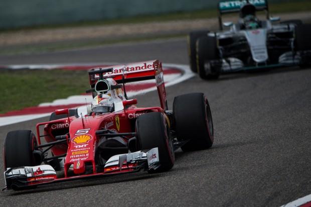F1: Egy futamgyőzelemmel is bajnok lehet a Ferrari
