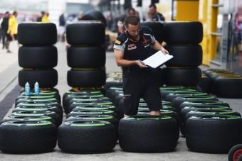 F1: Folyamatosan figyelné a guminyomást a Pirelli