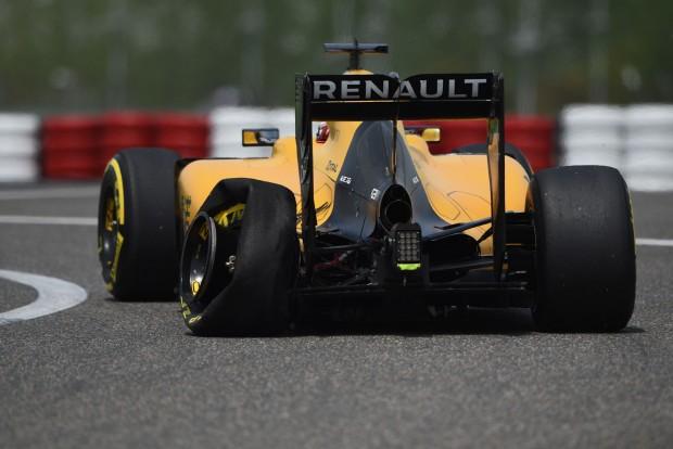 F1: Defektek az első kínai edzésen