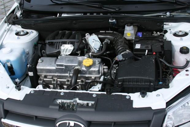 87 lóerős a nyolc, 94 lóerős a 16 szelepes motor. Szelepállításra a 8V-ben lehet szükség, a 16 szelepes szelephézagát a hidrotőkék szabályozzák