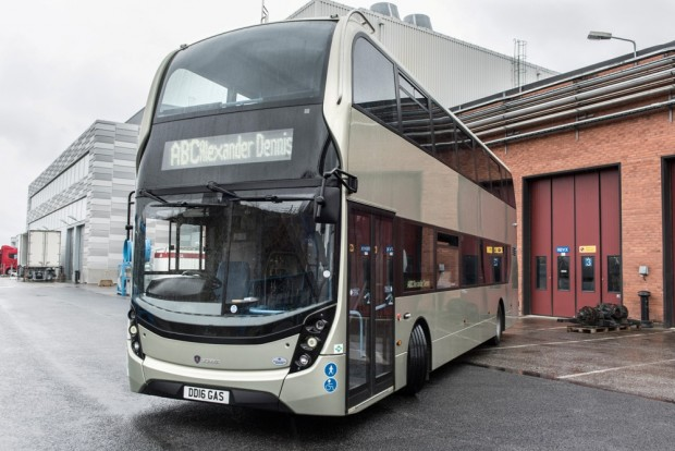 Elkészült a világ első CNG-vel hajtott emeletes busza