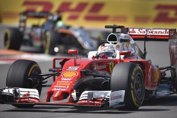 F1: Vettel lerobbant, de második