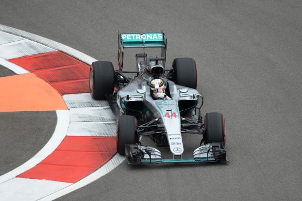 F1: Nagy adok-kapok után az élen Hamilton