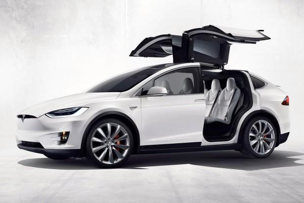 Nem a robotpilóta miatt borult a Tesla Model X
