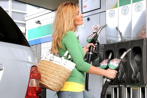Óriási trükkel támadnak a benzinkutasok
