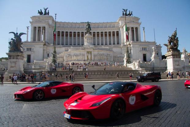 6. Olaszország, 451 Ft/liter. Nem olyan könnyű az itáliai gazdasági elitnek: Olaszországban nemcsak luxusadó sújtja a 2000 köbcenti feletti autókat, de a benzin is kiugróan sokba kerül a táltosokba. Az átlagos jövedelmű lakosság robogózással és kisautók használatával védekezik a drága benzin ellen