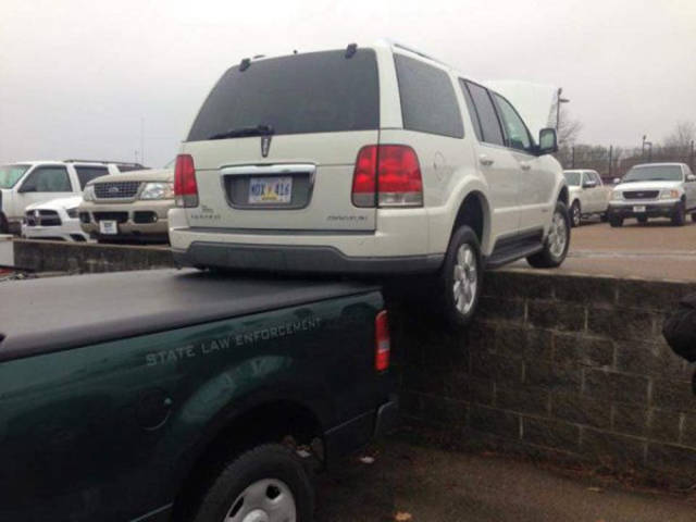 weird_car_fails_and_wrecks_640_34