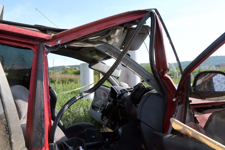 Berente, 2016. május 8. Összeroncsolódott személyautó a Borsod megyei Berentén 2016. május 8-án. Az autó felborult, a jármûben öten utaztak, egy utas meghalt, a többiek megsérültek. MTI Fotó: Vajda János