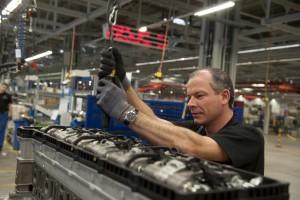 Motorgyárat épít Közép-Európában a Mercedes