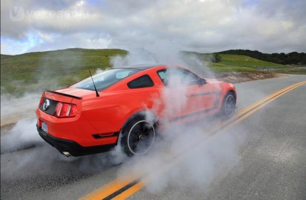Ég a gumi a legsportosabb Mustangon