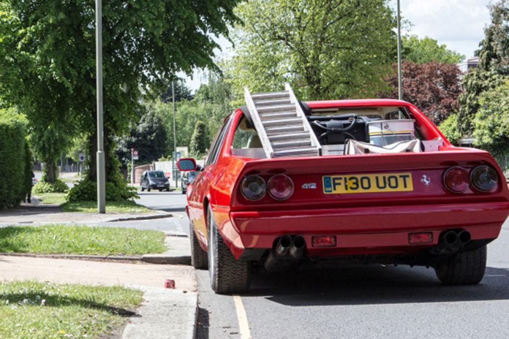A London Motor Group elkészítette a világ állítólag első Ferrari kisteherautóját.  Alapját egy Ferrari 412 adta, amit alig 1,8 millió forintért vásároltak, majd újítottak fel, és kapott egy 137 centiméteres platót, no meg amerikai szívet. Az olasz V12 helyett egy Chevrolet V8-as dübörög benne.