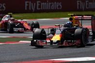 F1: Mercedes-katasztrófa, Verstappen futamot nyert