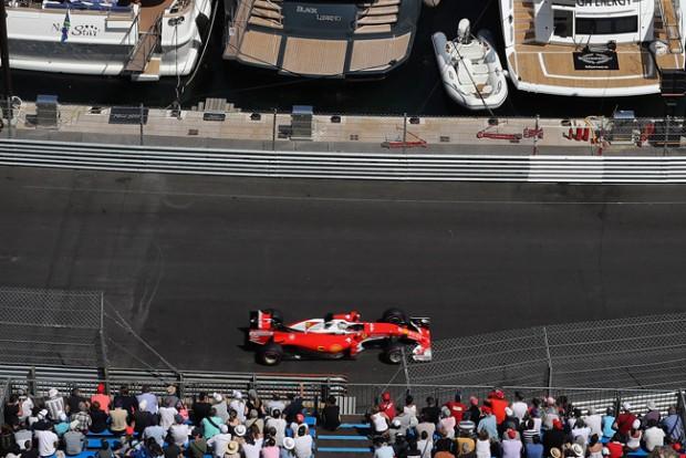 F1: Vettel kiakadt, a Ferrari szenved a gumikkal