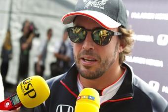 F1: Alonso Hamiltonnal együtt háborog