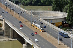 Másfél hónapig sávlezárás lesz az Árpád hídon