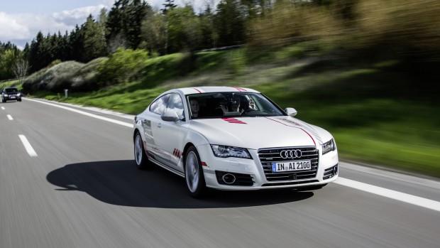 Emberibb önvezető autót fejleszt az Audi