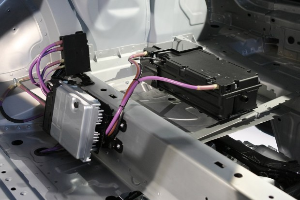 Az autó hátuljában dekkol a 48 voltos elektromos rendszer