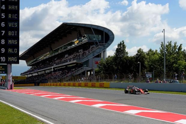 F1: Vettel a Mercik nyakán