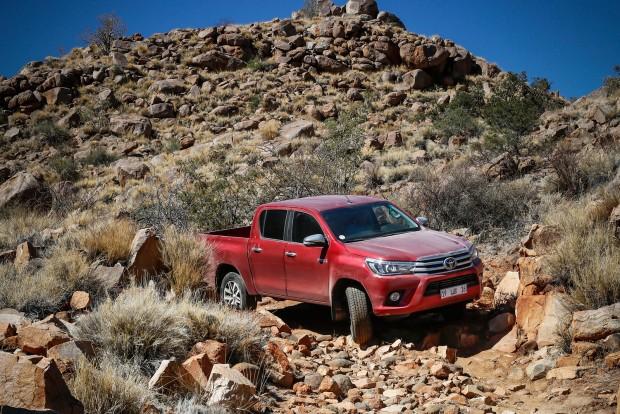 A kétkerékhajtású kivitelek végsebessége 175 km/óra, míg a 4x4 modelleké 170 km/óra.