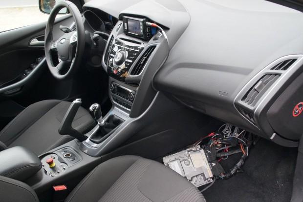 Egy motorvezérlő számítógép a lábtérben: a Conti nem ad tömegnövelő extra elektronikát a vezérléshez, a 48 voltos rendszer szoftverét a gyári ECU-be integrálja