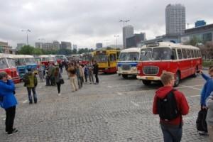 Koros buszcsodák vonultak fel a lengyel fővárosban