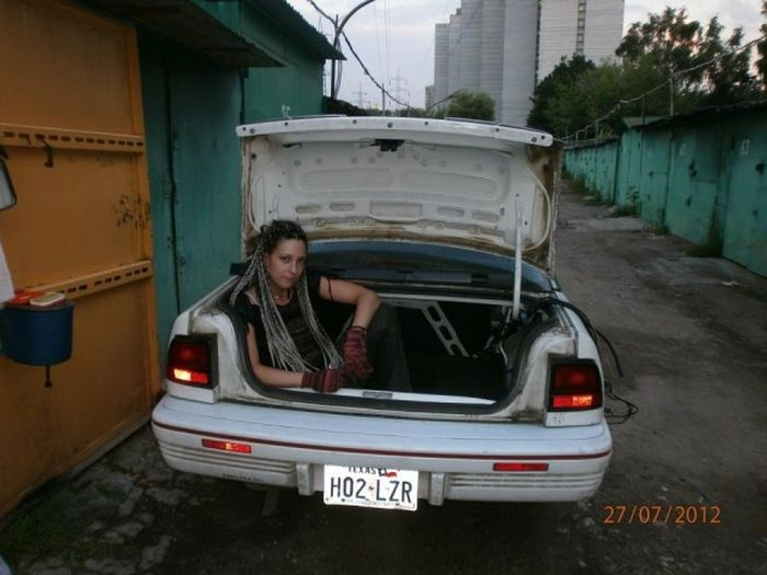 girls_and_cars_07