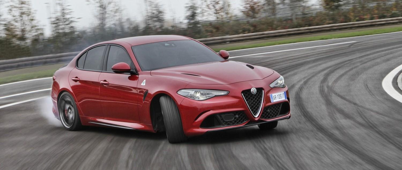 Itt a BMW-verő Alfa! ?>
