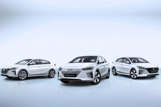 Elektromos, hibrid és konnektoros hibrid egy testben: a Hyundai IONIQ, (a képen) valamint a sorozatgyártású ix35 Fuel Cell hidrogénes autó lenyűgözte a zsűrit.