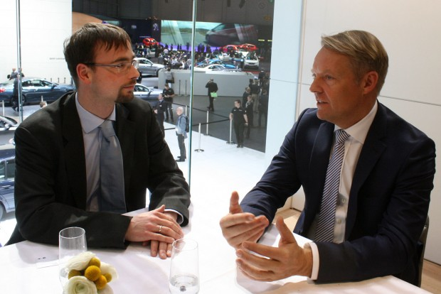 Mind a 12 országát évente háromszor meglátogatja Christoph von Tschirschnitz, a BMW csoport kelet- és délkelet-európai elnök-vezérigazgatója. Balra a szerző