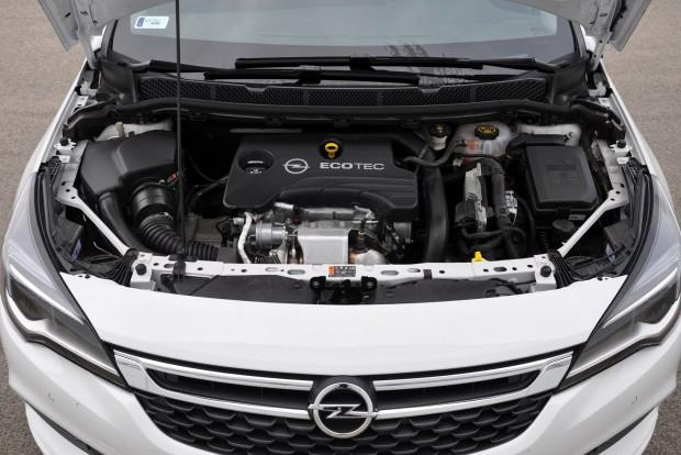 Ali érezni rezgést a háromhengersen, halk és egyenletesen húz az Opel motorja