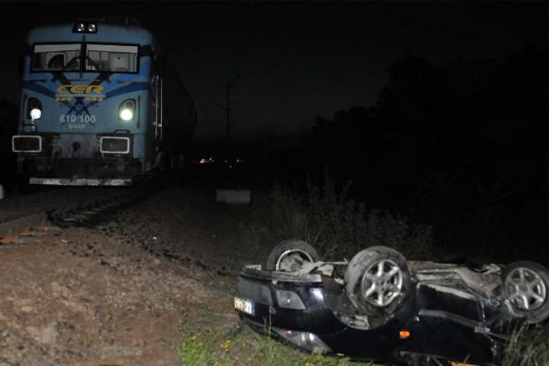 Fotókon a tragédia: fennakadt a síneken, elgázolta a vonat