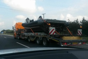 Motorcsónak miatt torlódik a forgalom az M5-ösön