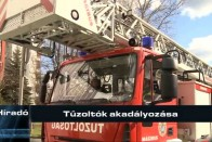 Így küzdenek a magyar tűzoltók a rosszul parkolókkal