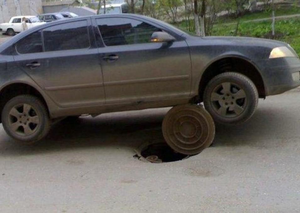 media-894692539-nu-sunt-modificate-photoshop-imagini-incredibile-cele-mai-bizare-accidente-masina-petrecute-vreodata-178545 (1)