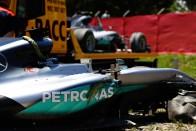 F1: 1000 alkatrészt vágtak tönkre Hamiltonék